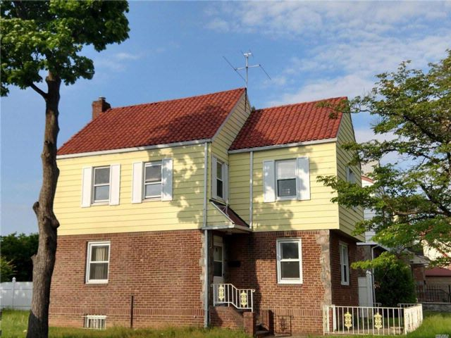 3 BR,  1.00 BTH  Colonial style home in Fresh Meadows