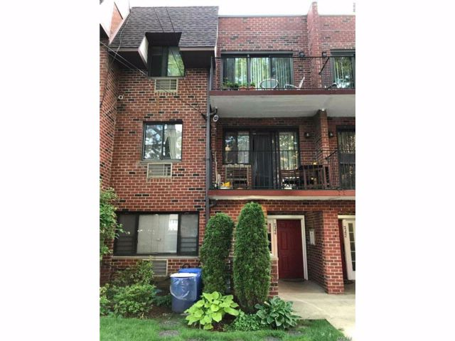 2 BR,  2.00 BTH  Condo style home in Fresh Meadows